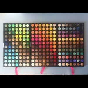 Coastal Scents 252 eyeshadow palette